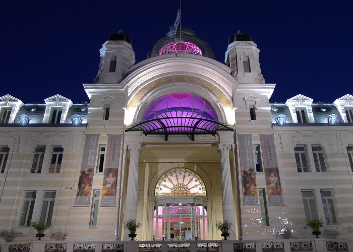 Salle De Casino Avec Roulette Palais Lumiere Eclaire Nuit